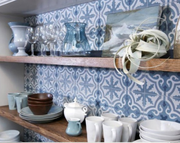 blue white tiles in kitchen